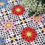 Tasarım Tığ İşi Renkli Masa Örtüsü